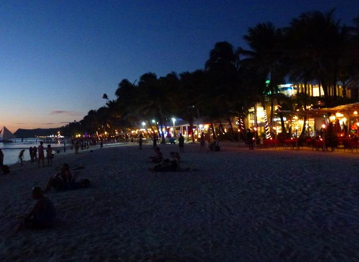 Boracay am Abend - Egal ob Buffet-Restaurant, Live-Musik- oder Entspannung am Strand - hier gibts für jeden was...