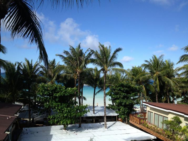 Sicht vom Zimmerbalkon des Red Coconut Beach Hotel