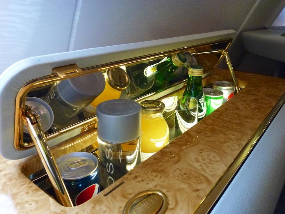 Minibar für First-Class Passagiere im Airbus A380 von Emirates