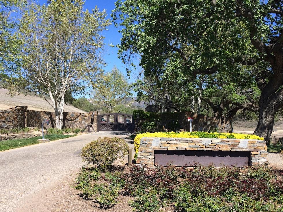 Eingang zu Michael Jacksons Neverland Ranch - Die Beschriftungen wurden schon vor Jahren entfernt