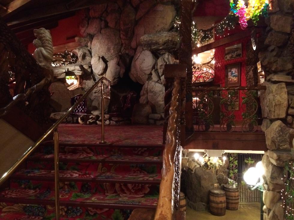 Schon der Eingang zum Gold Rush Steak House lässt erahnen: Es wird kitschig!