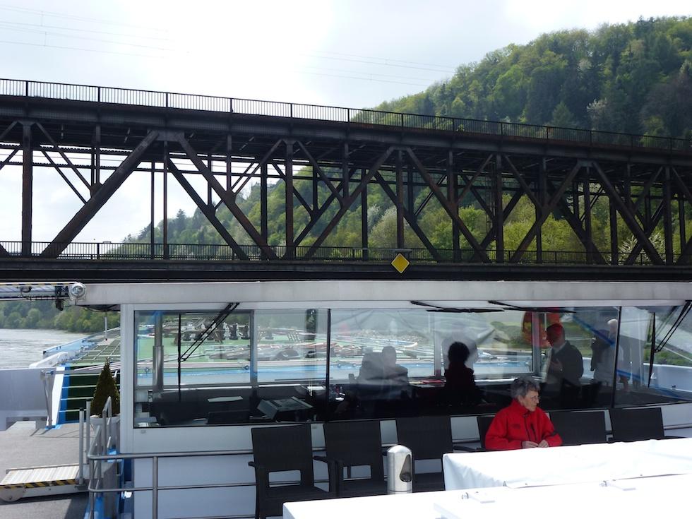 Brückendurchfahrt: Dank versenkbarer Brücke auch bei hohem Wasserstand kein Problem