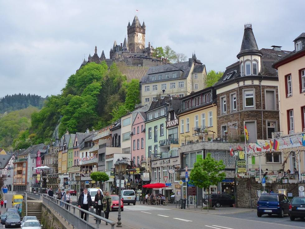 Die Reichsburg Chochem trohnt über dem Städtchen