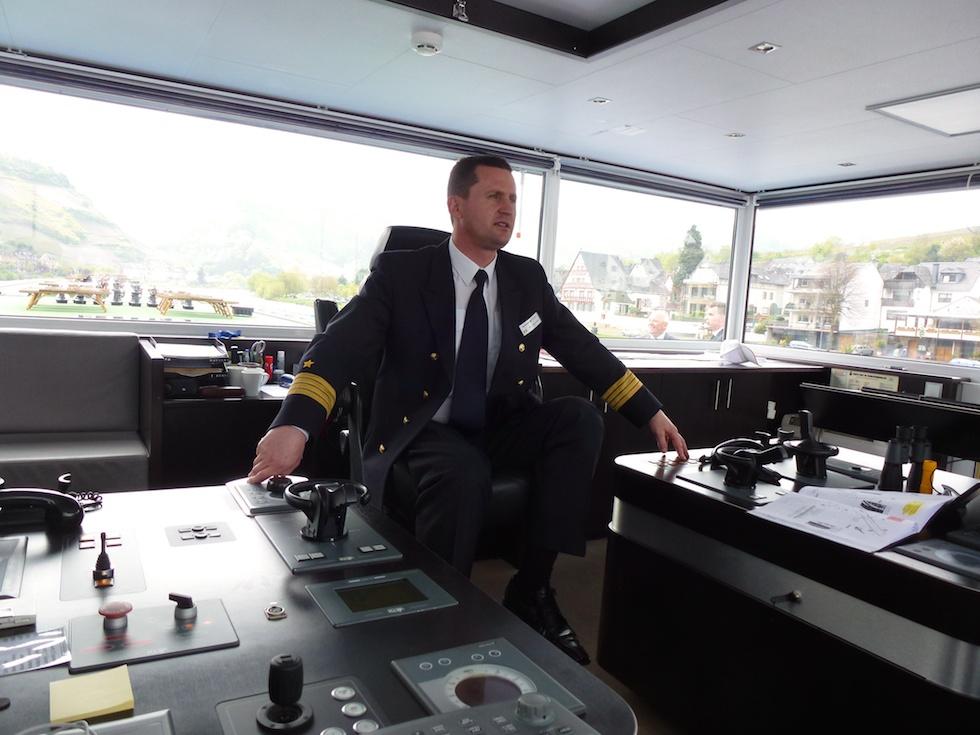 Kapitän Mihai Manolache auf seiner Brücke