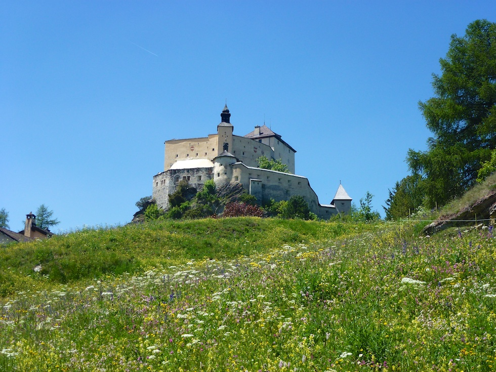 Schloss Tarasp - Ideal für einen kleinen Wanderausflug