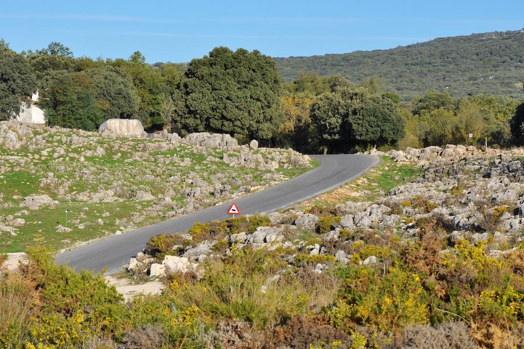 Bizarre Landschaften und einsame Strassen: Perfekte Bedingungen für eine sportliche Ausfahrt