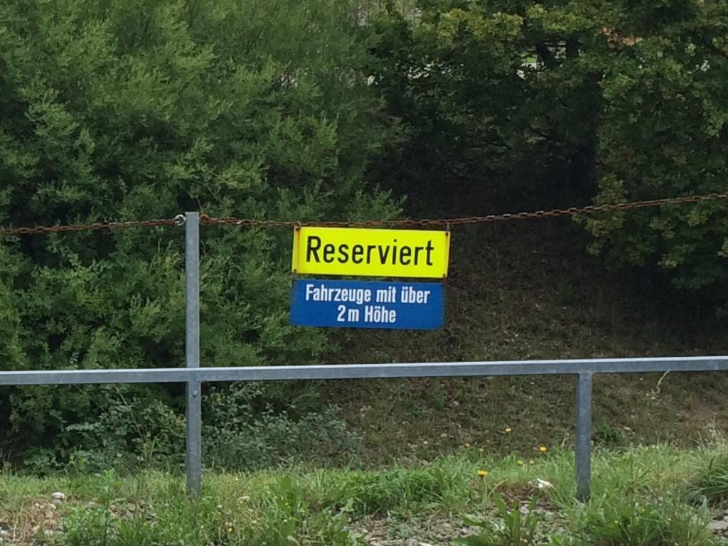 Parking am Flughafen Zürich: Parkplätze für Fahrzeuge mit mehr als 2 Meter Höhe