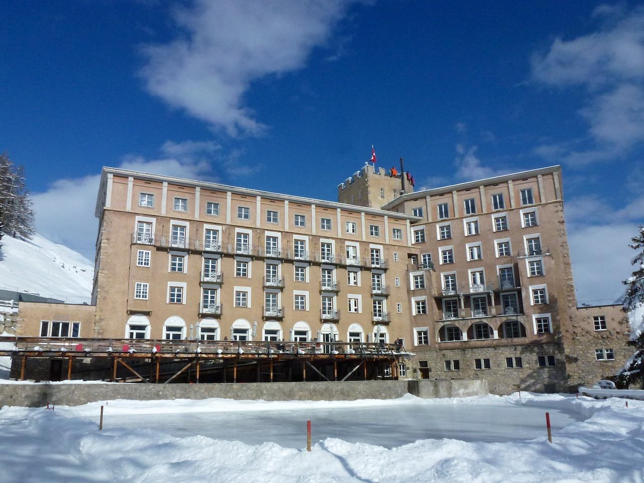 Hotel Castell Zuoz - Mit eigenem Eisfeld gleich vor der Sonnenterrasse