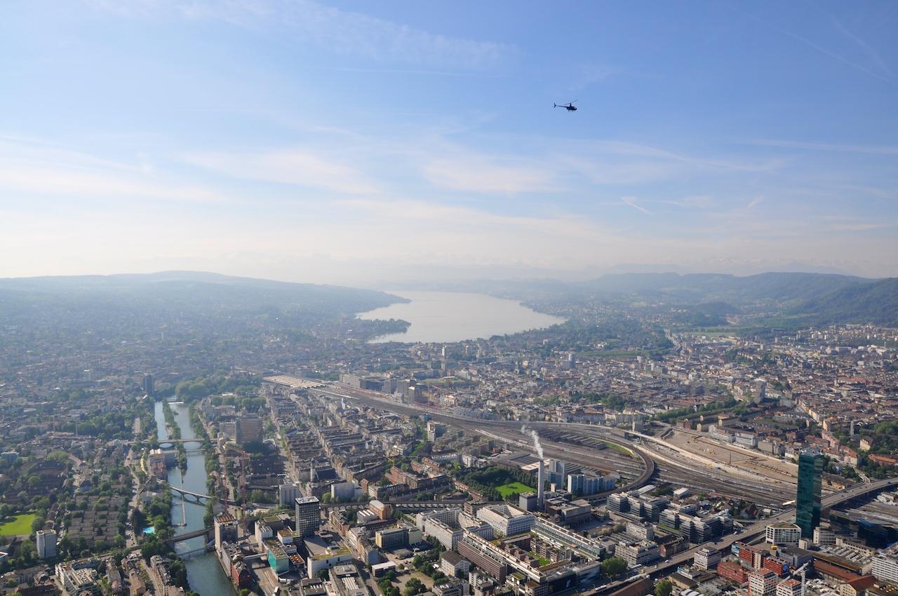 Zürich mit Primetower, Hauptbahnhof und See