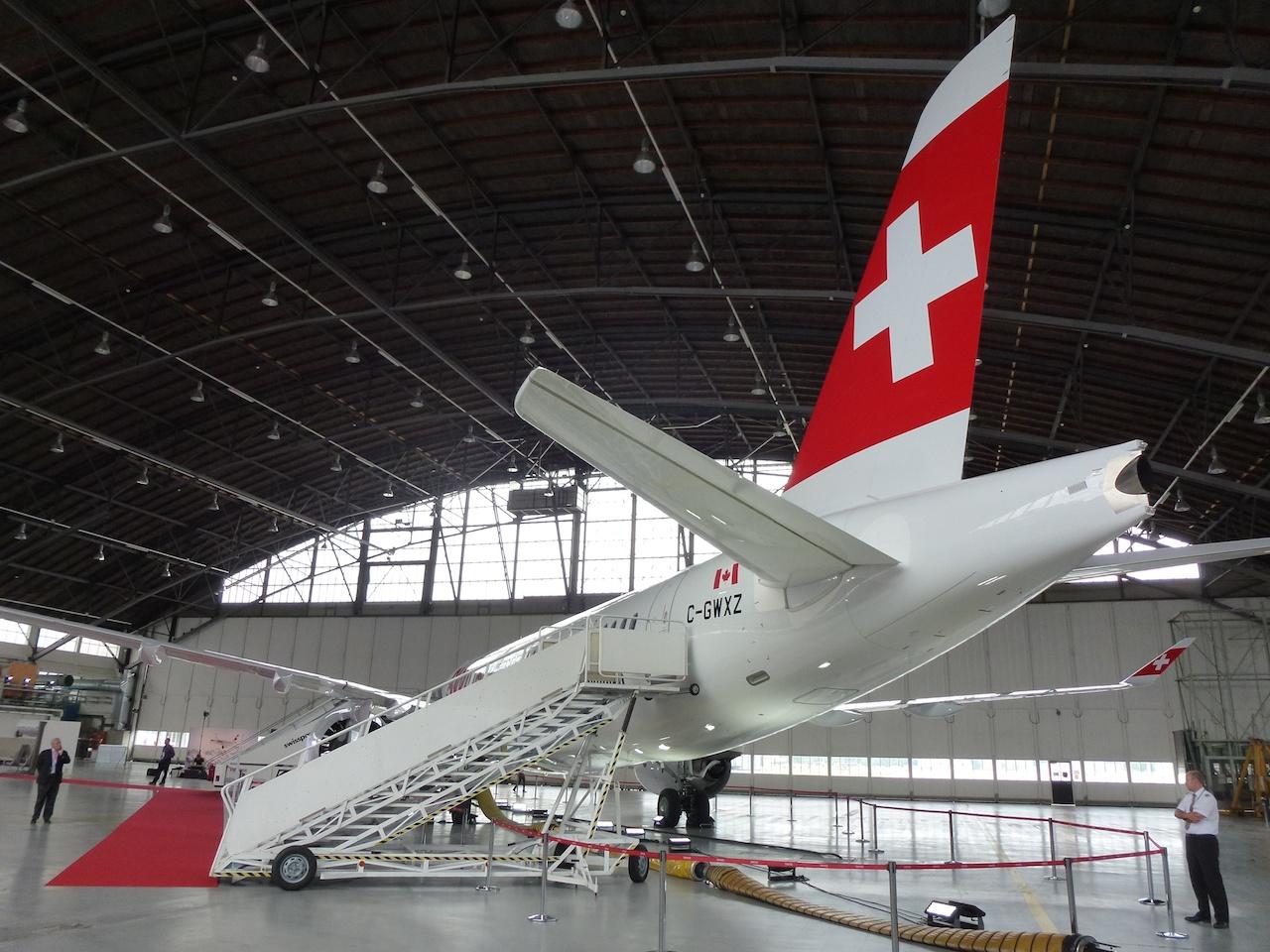 Die Bombardier CS100 in den Swiss Farben