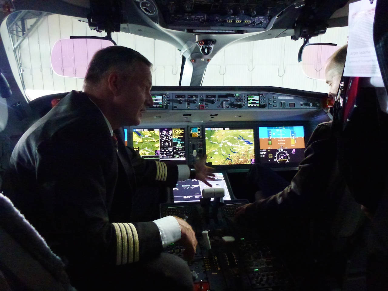 Der Blick ins Cockpit der Bombardier CS 100