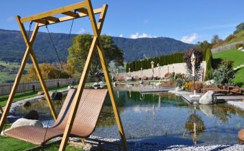 Der Naturwasserteich des Jerznerhof. Entspannung mitten in der Natur.
