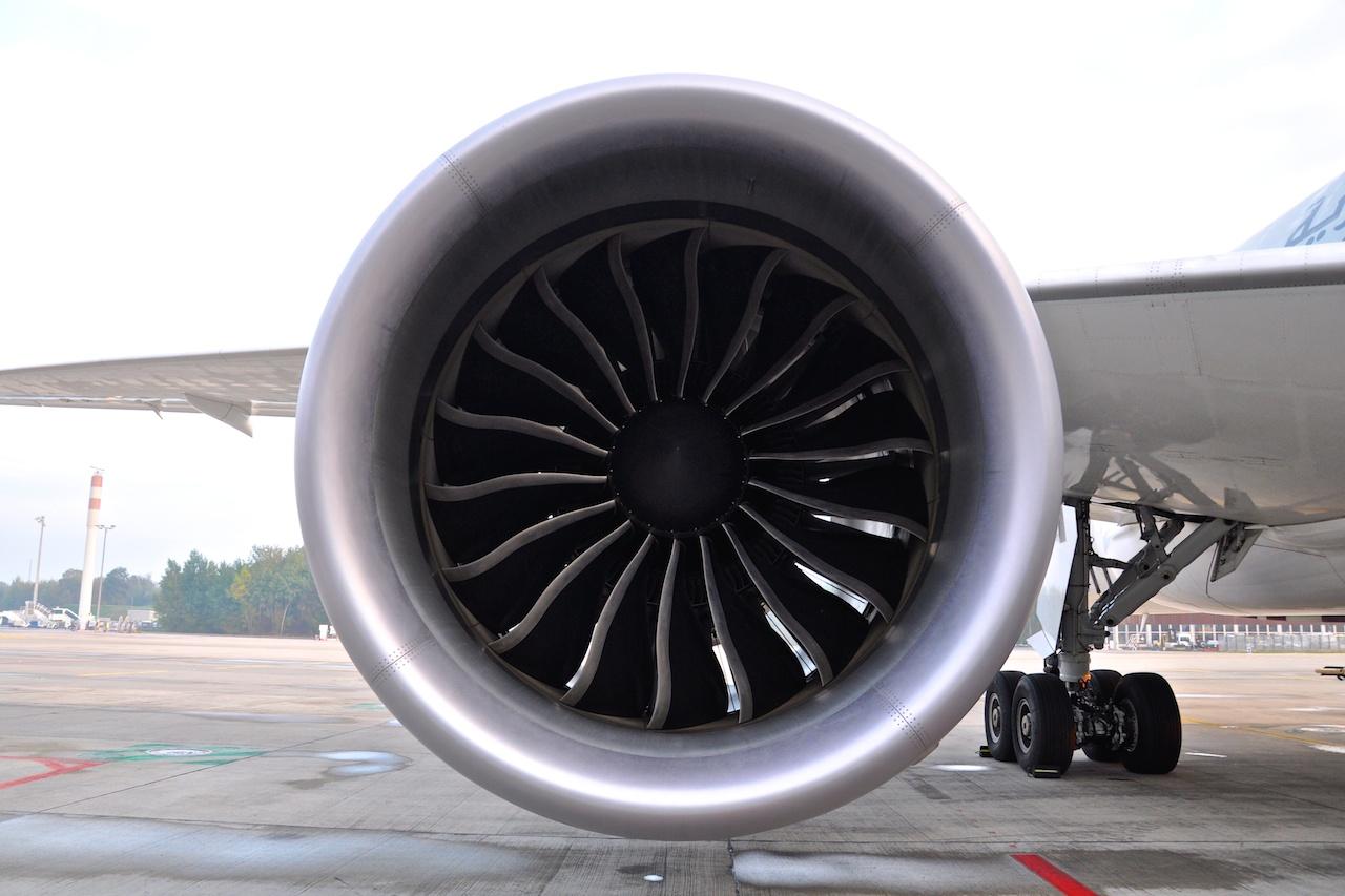 Ein Blick aufs Triebwerk des Qatar Airways Jets