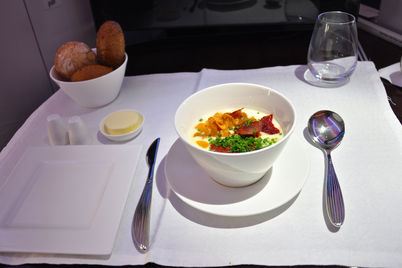 Qatar Airways: Tomaten-Sellerie-Creme-Suppe
