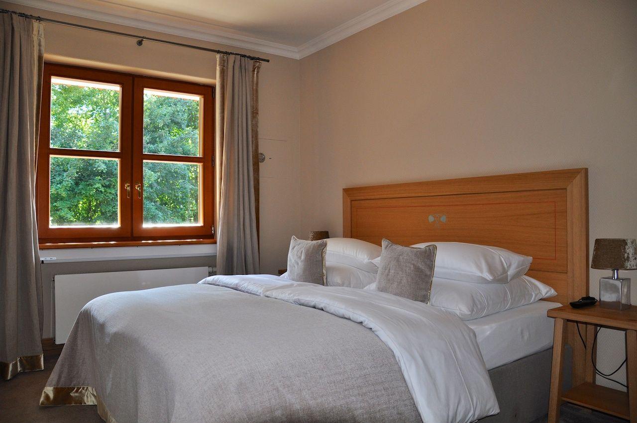 Schlafgemach meines Zimmers im Hotel Bachmair Weissach
