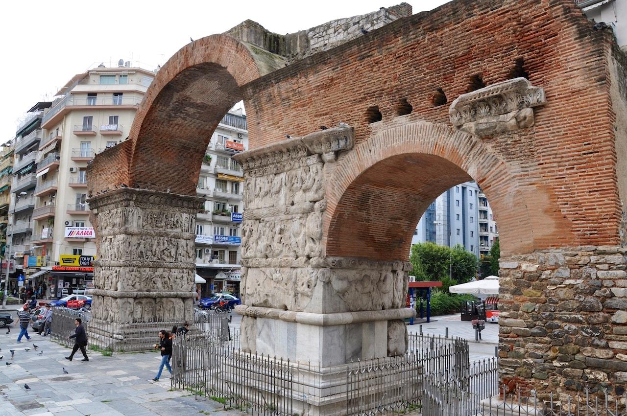 Der Galeriusbogen. Spätrömischer Triumphbogen mitten in Thessaloniki