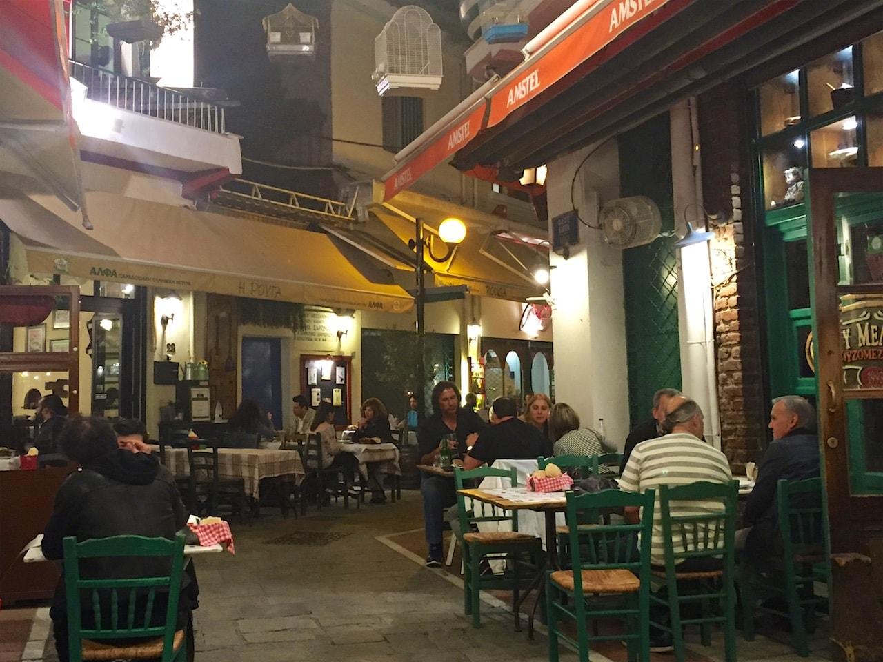 Essen wie die Götter (und das unter Vogelkäfigen): Restaurant Ouzou Melathron in Thessaloniki