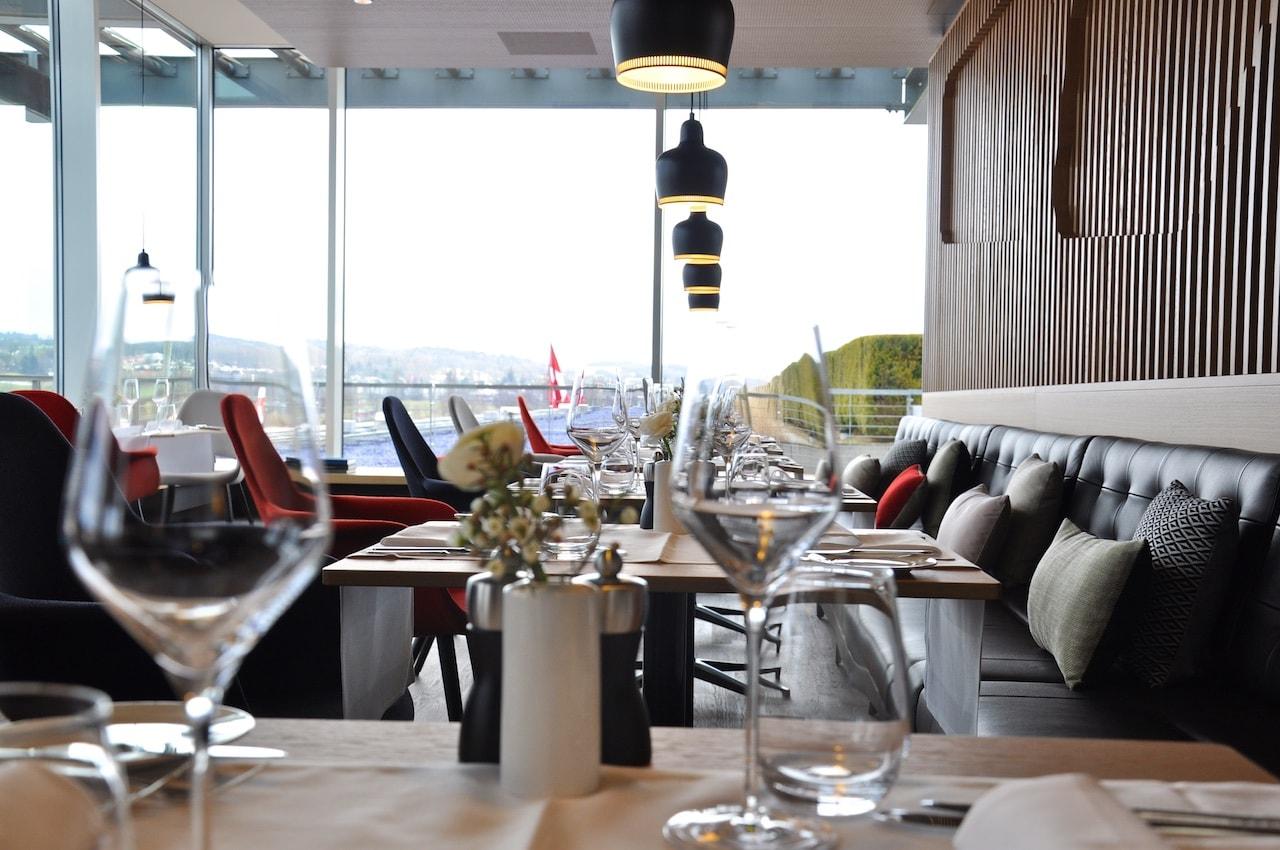 Blick in die neue First-Class-Lounge der SWISS im Dock E