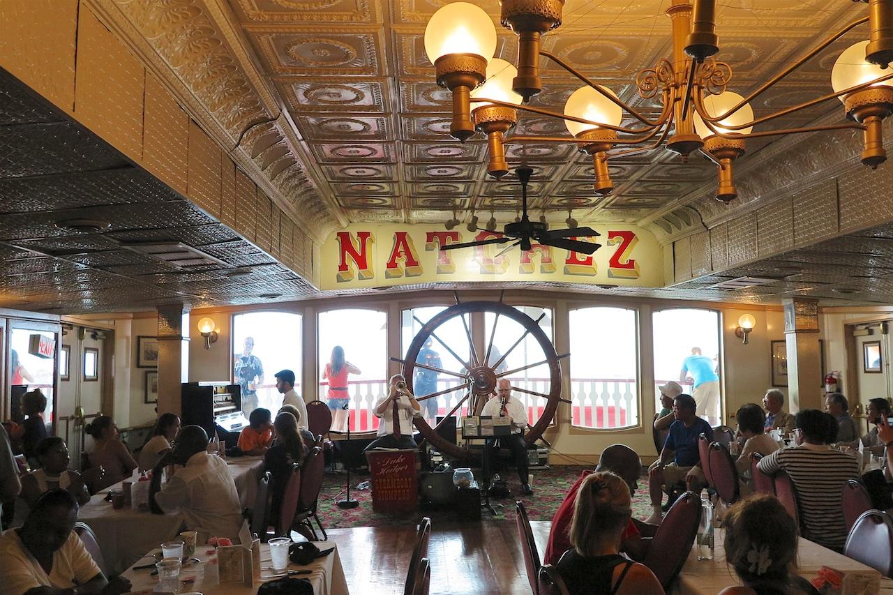 Musik gibts in New Orleans an jeder Ecke. Und auch auf dem Natchez
