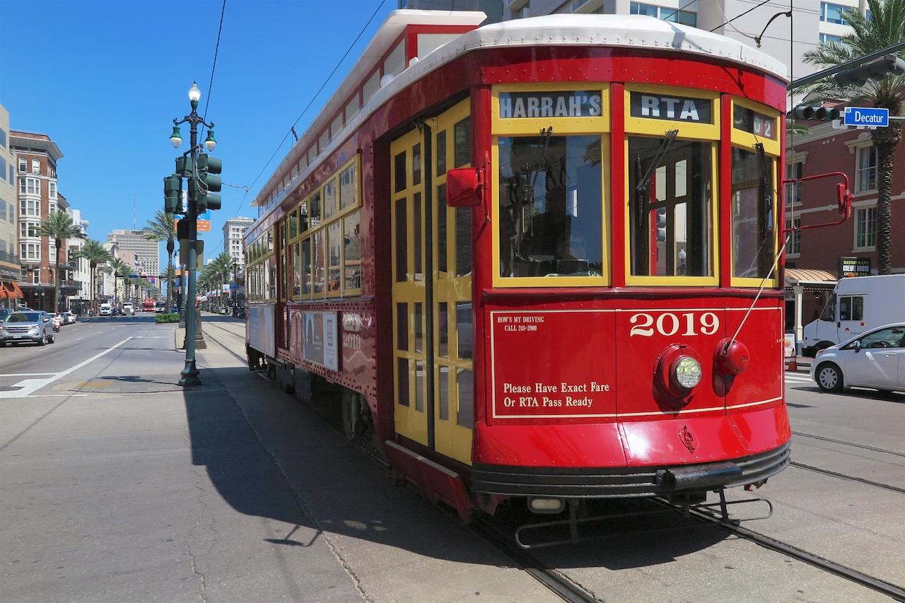 Vom French Quarter direkt an die Waterfront und zurück - mit den nostalgischen Streetcars.