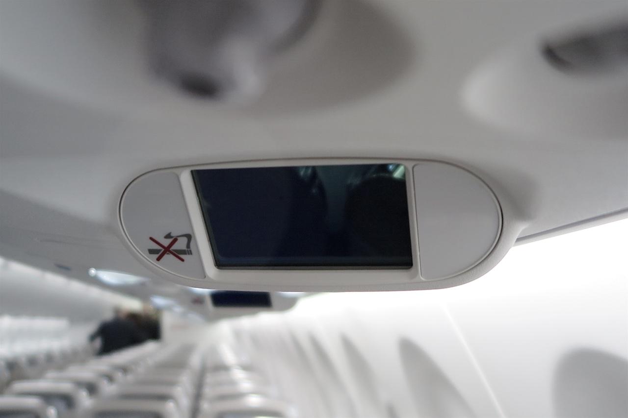 Smartphone-grosser Screen in jeder Sitzreihe mit Anzeige reiserelevanter Daten