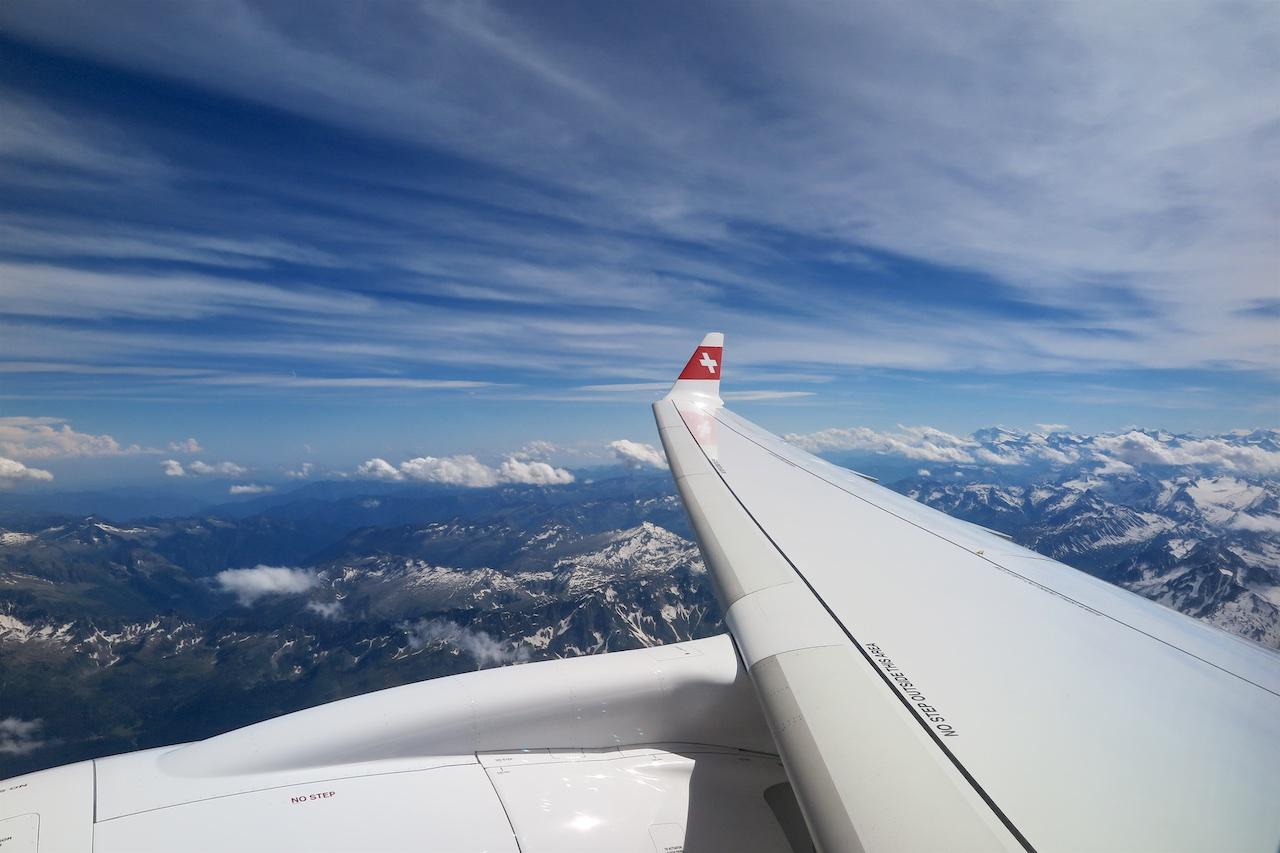 """""""Scenic Flight"""" im Bombardier CS100 über die Schweizer Alpen"""