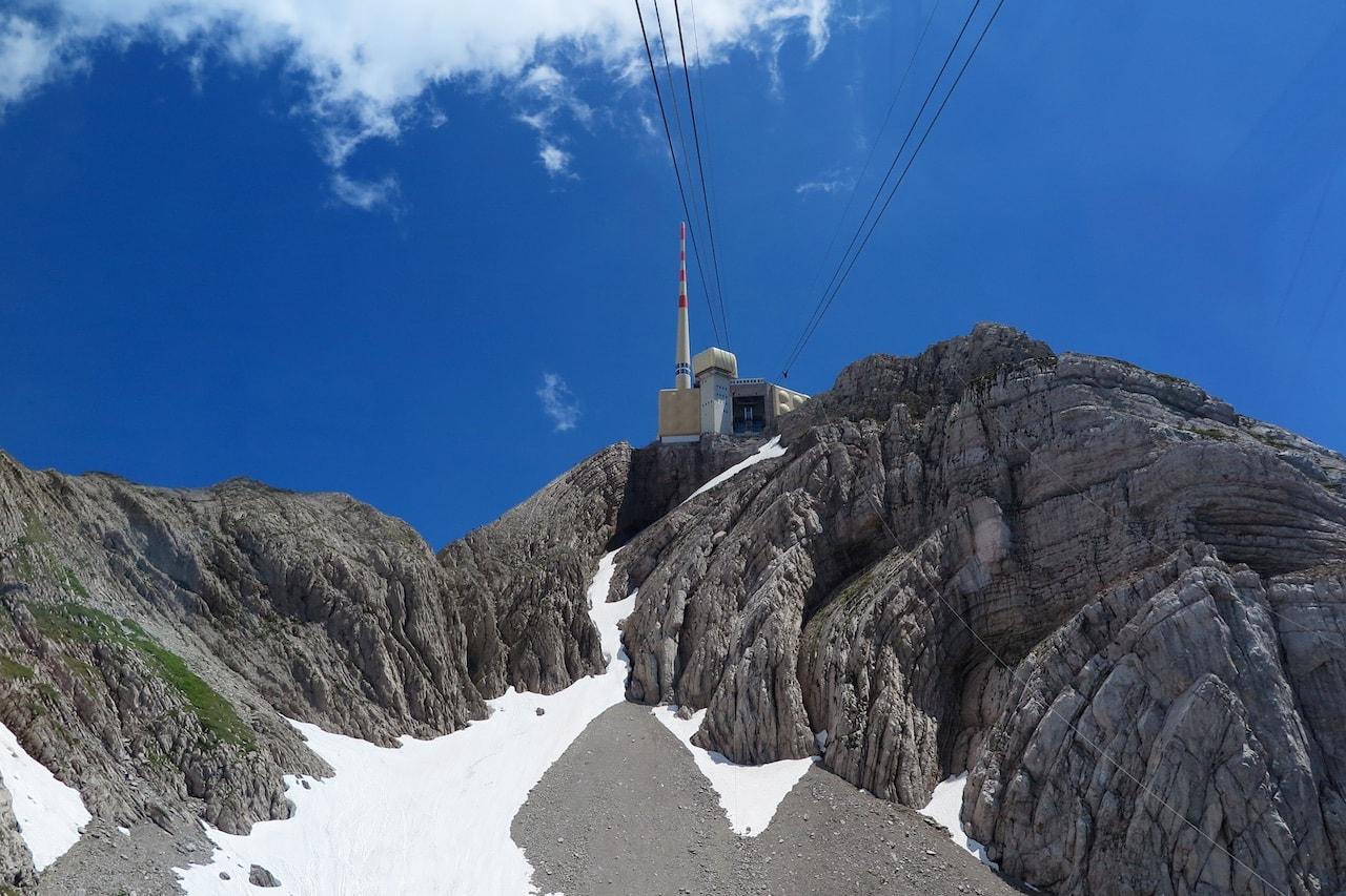 Fast am Ziel: Schroffe Felsen unterhalb der Bergstation