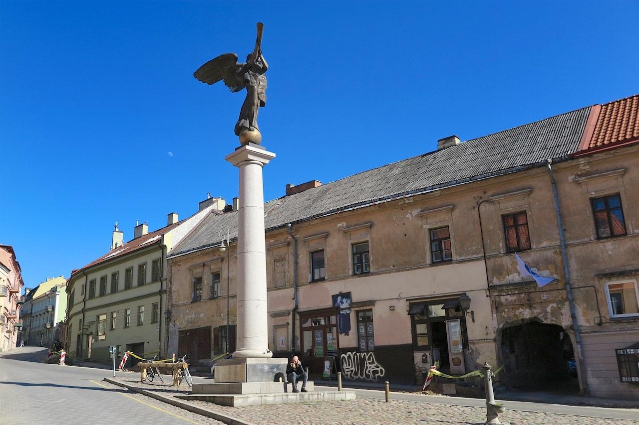 Typisches Bild in Vilnius: Alt und Neu nebeneinander