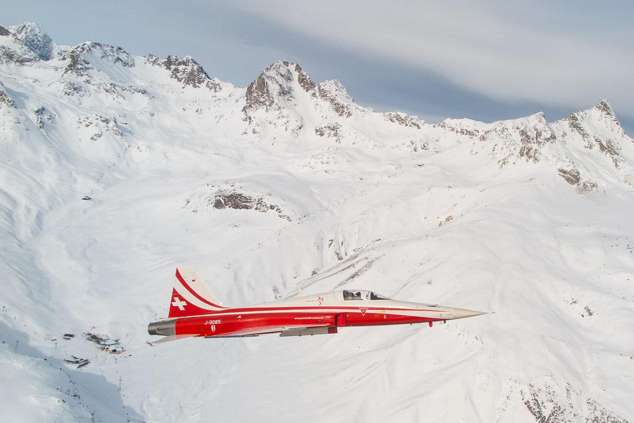 Eindrücklich, wie nahe der Patrouille-Suisse-Jet ist...