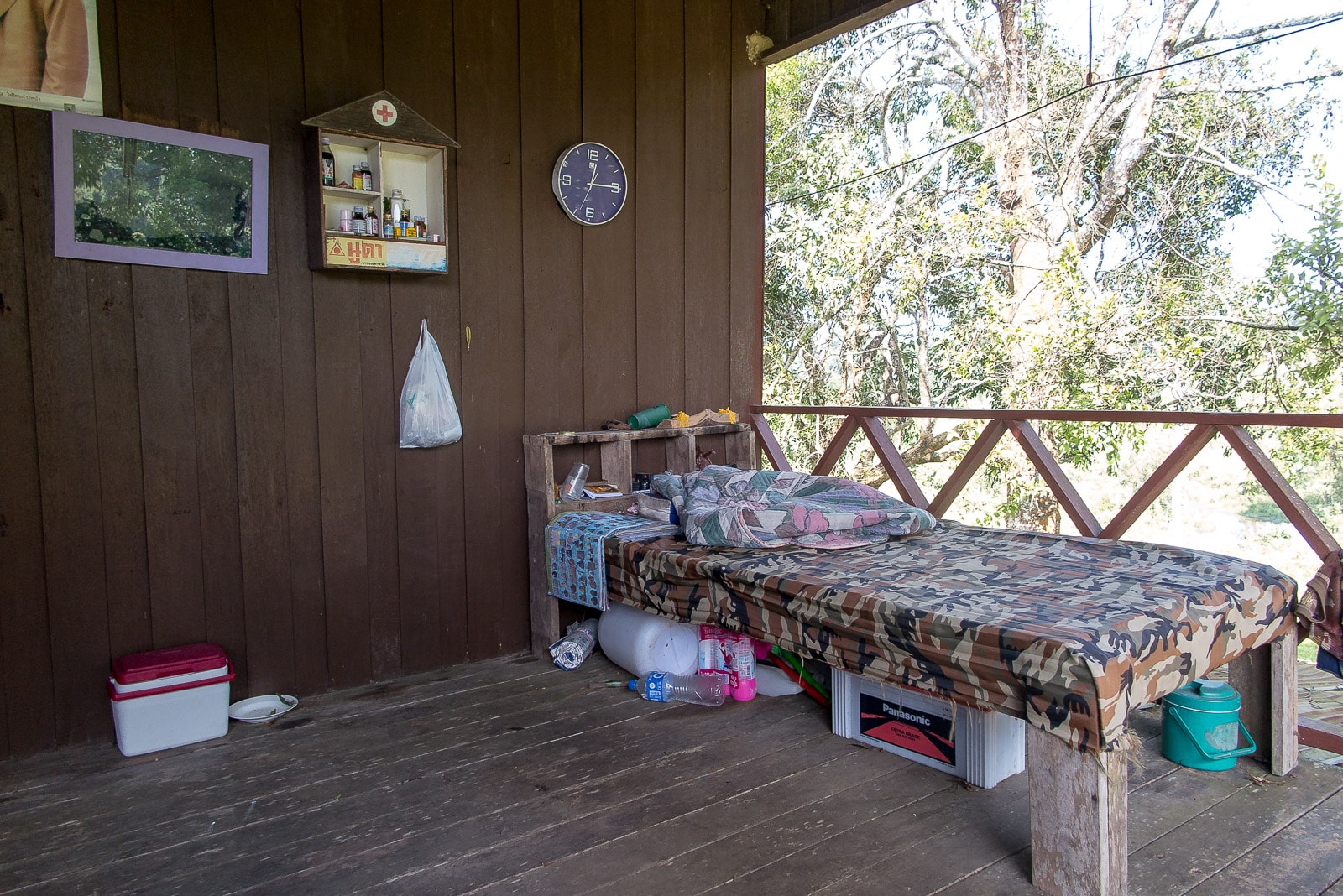 Einfaches Leben auf der Ranger-Station: Freiluftbett inklusive