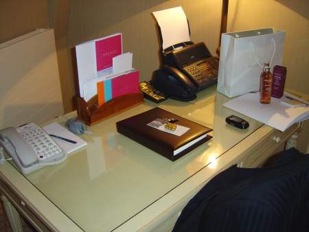 Beau Rivage Palace: Junior Suite Schreibtisch